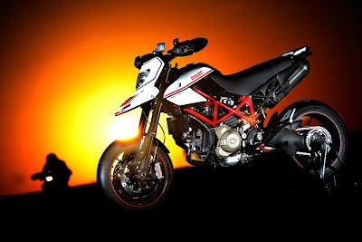 2011-Ducati-Hypermotard1100EVO-SP