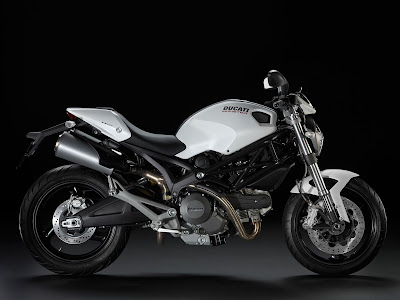 2011-Ducati-Monster696-white