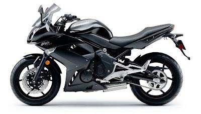 2011-Kawasaki-Ninja400R-Flat-Super-Black