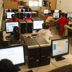 Alumnos en la sala de Informática