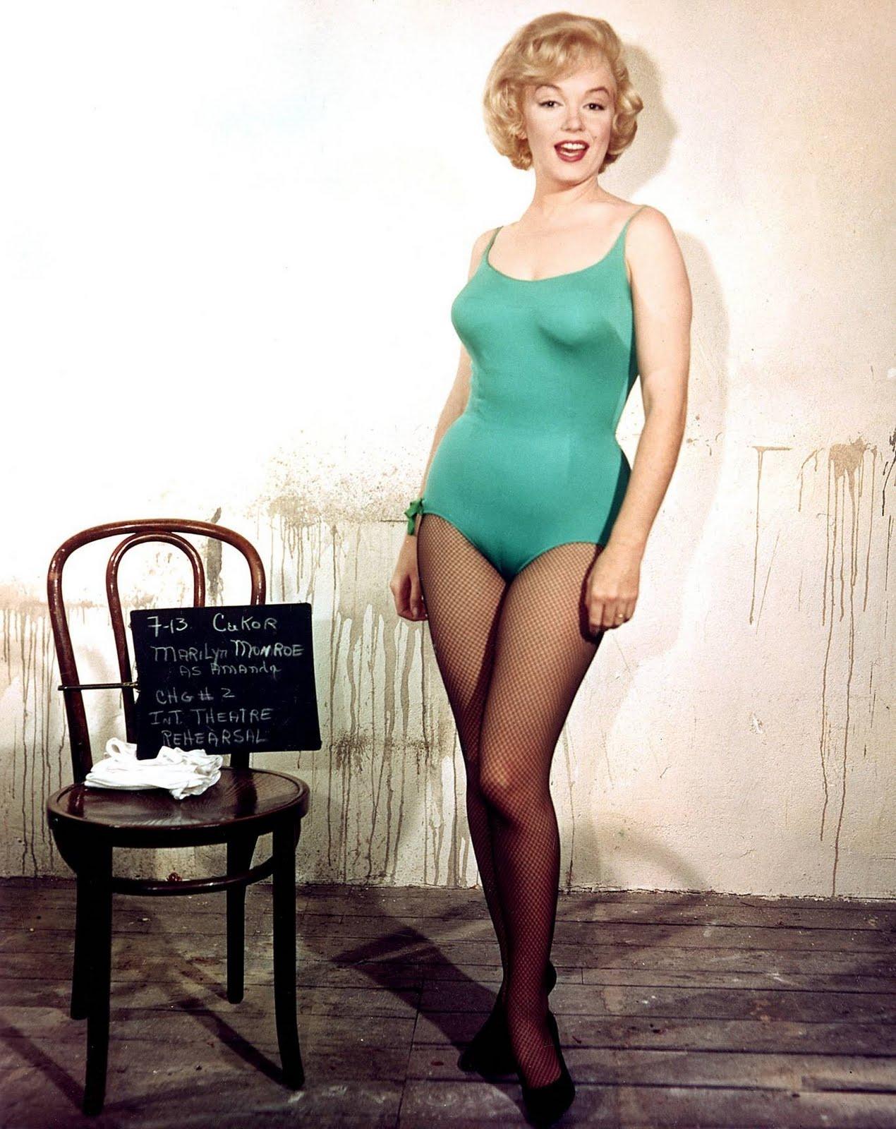 http://1.bp.blogspot.com/_1x5nKkIk-rs/S9TWy5UzZ1I/AAAAAAAAPOg/n11HiSIqmIw/s1600/marilyn-lets-make-love-wardrobe-check.jpg