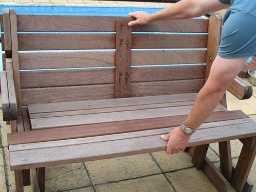 banco de jardim mesa:. Mesa de piquenique que dobra para baixo formando um banco de jardim