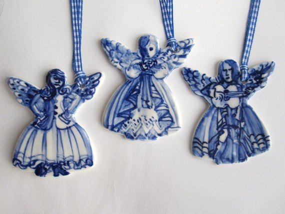 arent these the perfect christmas ornament for the blue and white lover they are handpainted delft porcelain by harriet damave click here to purchase - Blue And White Christmas Decorations