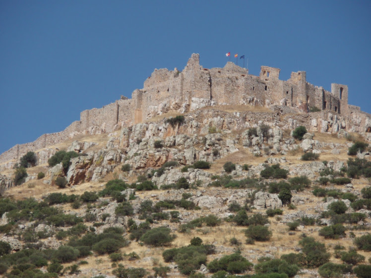 un castillo en la montaña