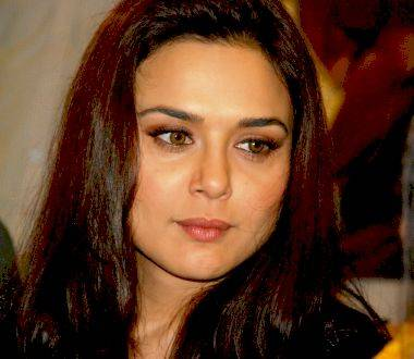 http xdesktopwallpaperscom preity zinta talking - photo #1