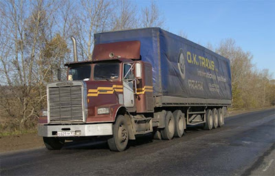 Фото старых грузовиков. Тягач Фретлайнер