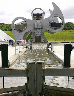 Falkirk-World's first rotating boat wheel