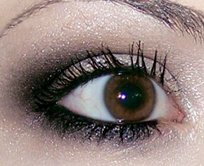 en esta gua paso a paso te voy a mostrar como maquillarte los ojos con una base clara en el prpado y un difuminado oscuro en la parte externa del ojo