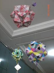olha que lindos estes kusudamas(origami)