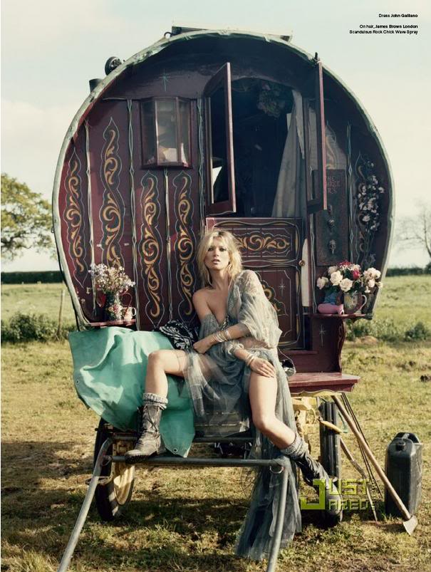 [Kate-Moss-Gypsies-2.jpg]