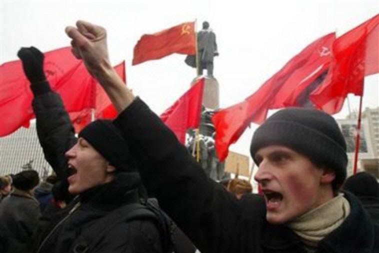 http://1.bp.blogspot.com/_25uZy8o7f_0/TAPKG5T0h9I/AAAAAAAACEU/OGftB8uLY8g/s1600/comunisti-russi.jpg