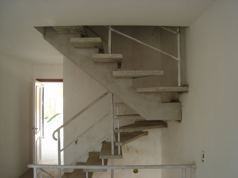 """Escada suspensa em """"u"""" ANTES."""