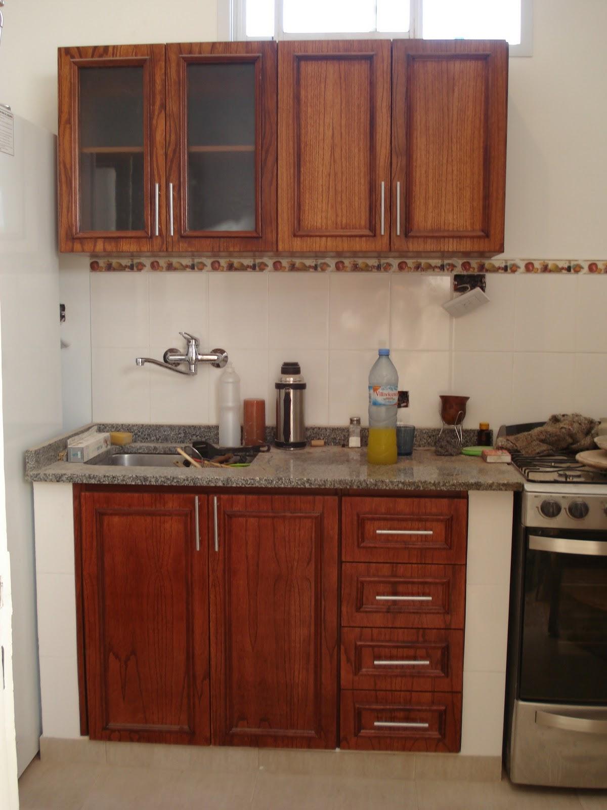 Mueble de cocina laqueado enchapado en Paraíso color Cedro