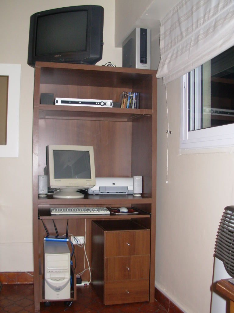 Muebles de escritorio for Mueble para cpu