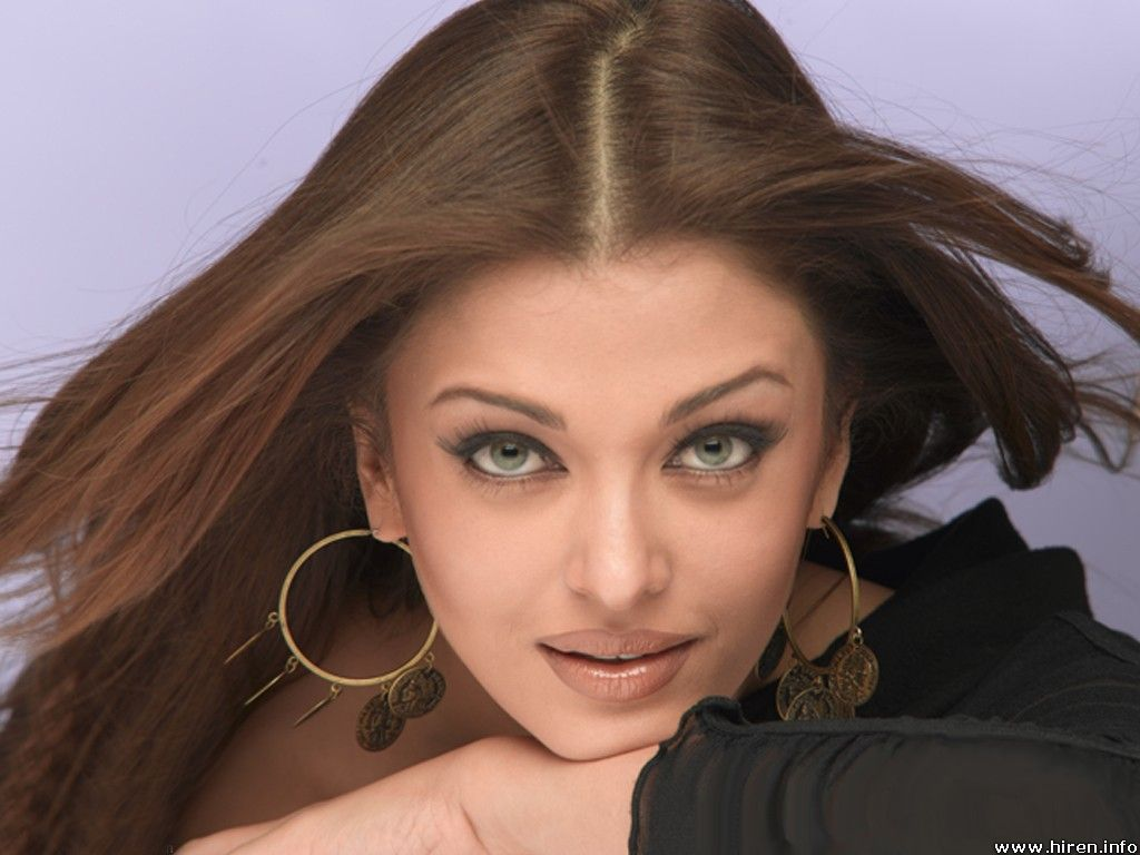 http://1.bp.blogspot.com/_28GZdELxauw/TNz1mWjJjLI/AAAAAAAAAIU/LKZD5l_TWpg/s1600/Aishwarya-Rai-Bachchan-Hot-Chest-Figure-Lips-Pics-Pictures-Photos-Wallpapers-Photoshoot-Hubs-Spicy-Girl-Babe-Bollywood-Actress-Latest-2010.jpg