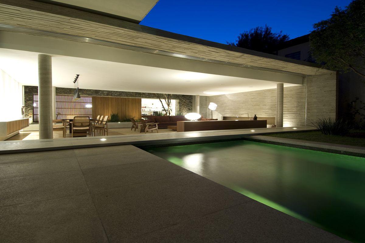 Amassing design house 6 marcio kogan for Designer houses