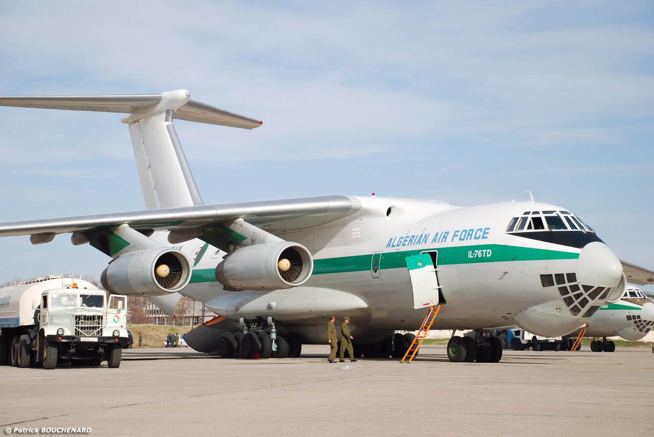 مصر تتعاقد على شراء ثلاثة طائرات اسبانيه  - صفحة 2 Candid+IL-76TD+AlgeriaAF-Douchanbe-11mars2008-DSC_0071