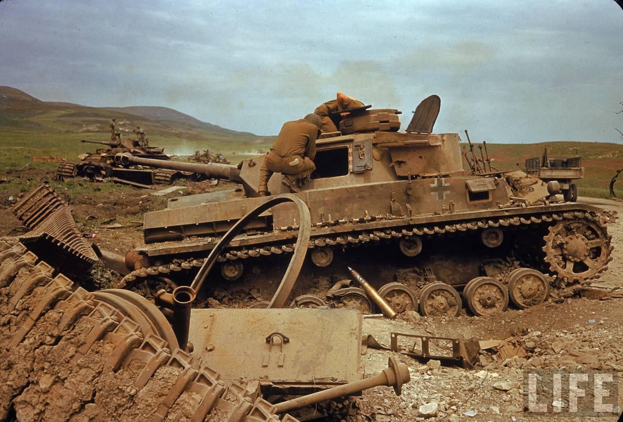 chars allemands PANZER%2BALEMAN%2BVALLE%2BEL%2BGUETTAR%2BTUNEZ%2B04-1943