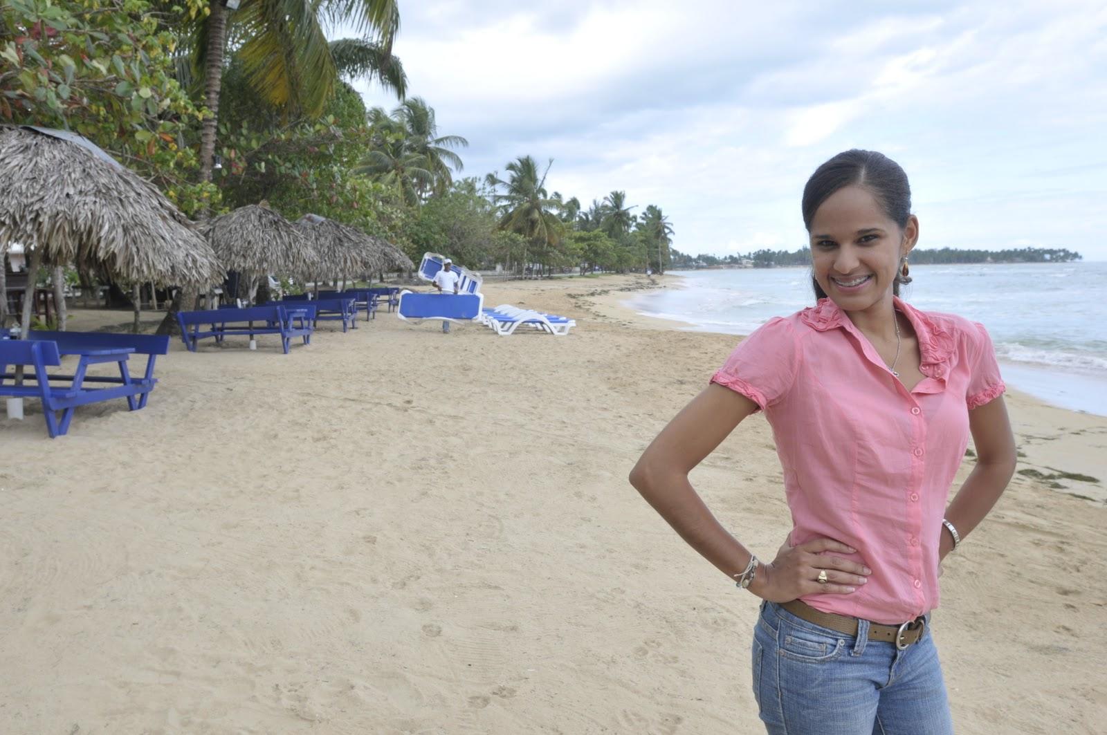T2 la chica más hermosa del mundo sopla en la playa 2