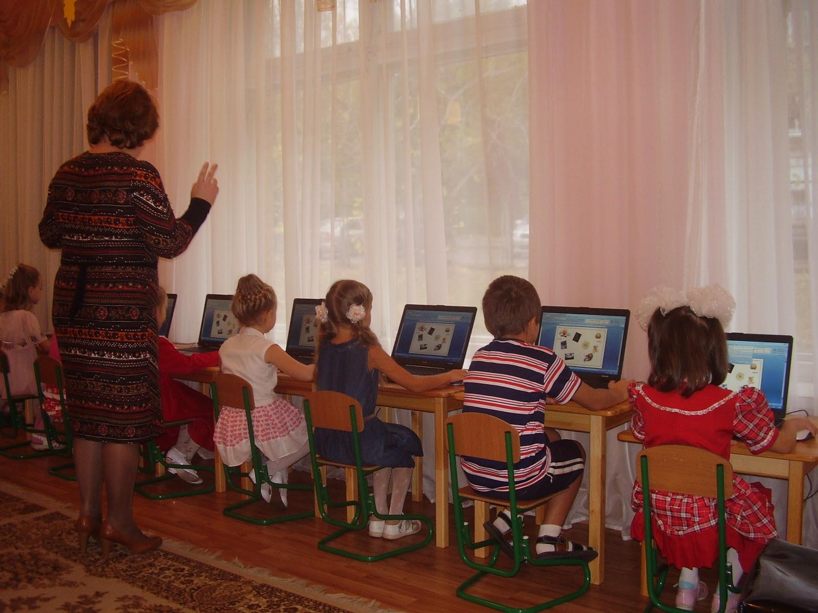 знакомство с детьми в игровой форме с воспитателем в младшей группе
