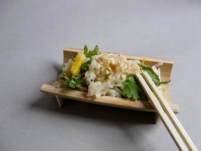 Salade de riz très fraîche à la mangue , coriandre , menthe … pour les déjeuners de l'été