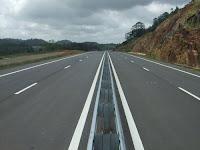 சிங்களம் தமக்கு அமைத்த விரைவு பதை பாருங்கள்.  Srilanka+new+Highway+(1)