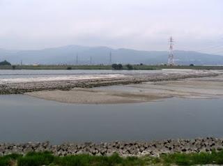 現在の「第十堰」(南岸・石井町側から写す)