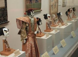 (写真1)展示中の歴代人形師の木偶