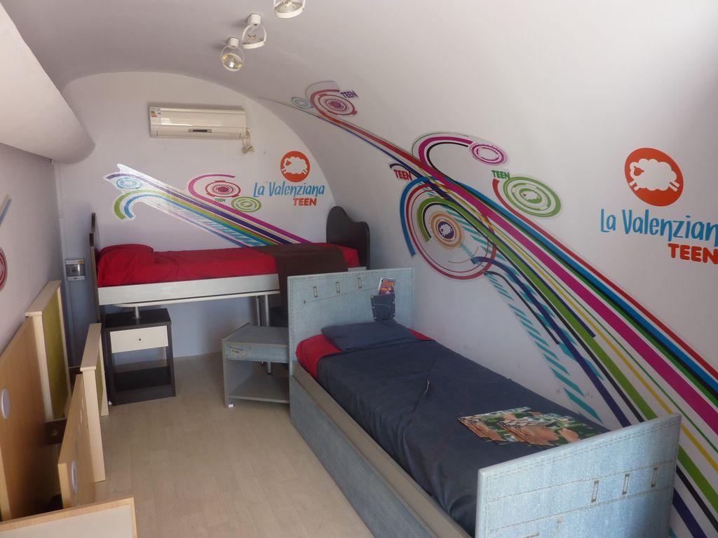 La valenziana show room itinerante for Muebles infantiles la valenziana
