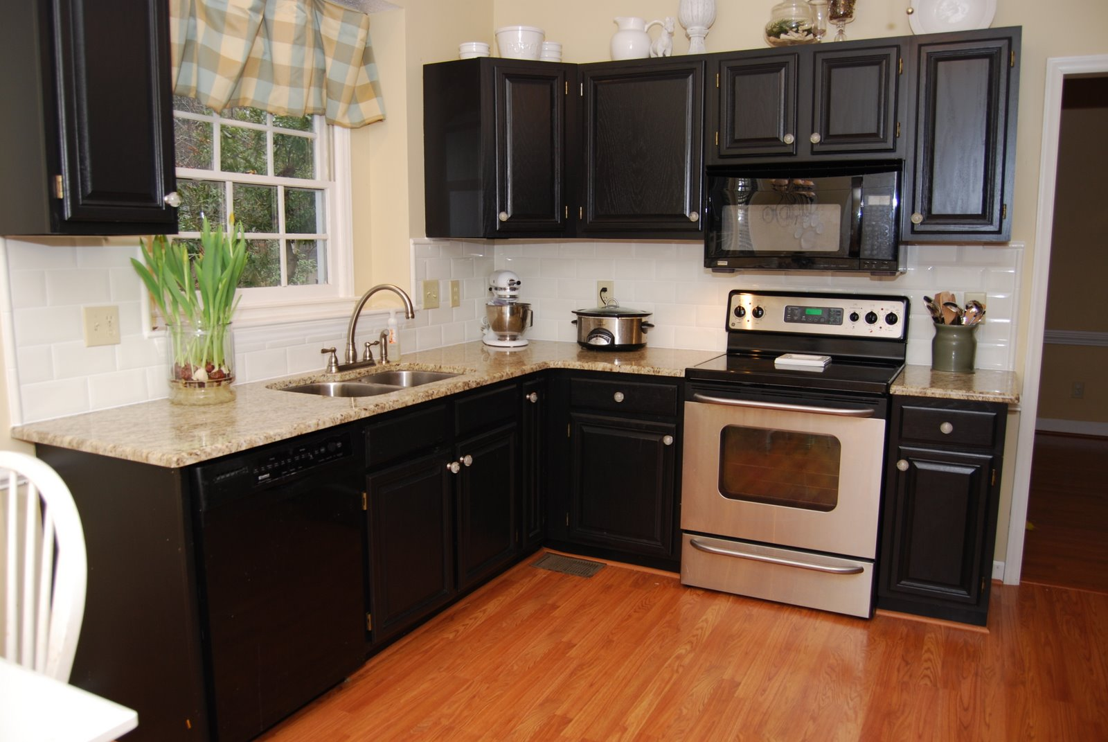 recently i tackled the project of painting my kitchen cabinets - Professional Painting Kitchen Cabinets