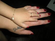 Tua mão na minha mão.