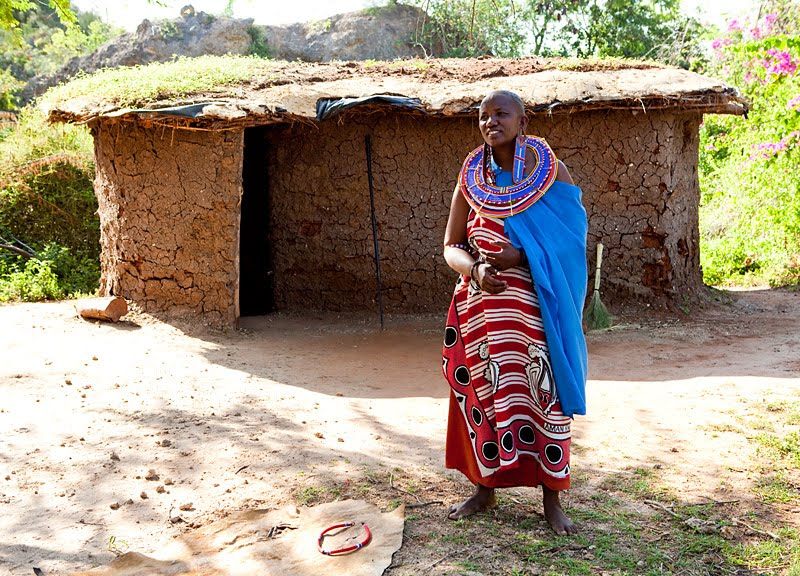 Eli reinholdtsen photography maasai mother and daughter for Types of houses in kenya