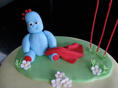 how to make iggle piggle out of fondant icing