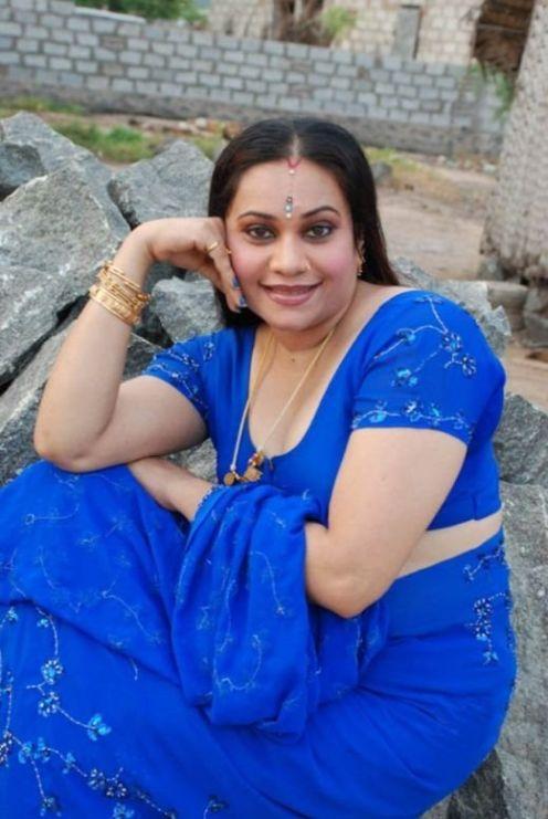 mallu aunty hot in blue saree
