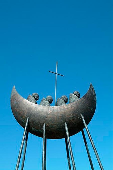 Wann der an Cahersiveen eran kommt, hut der dest Monument op der rietser Seit