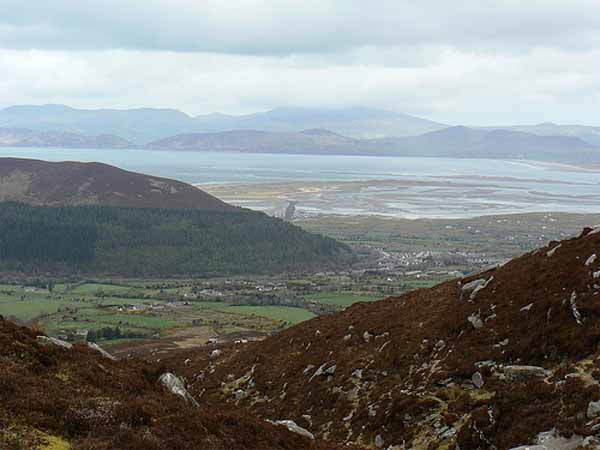 Den Horse-shoe: (Eng fantastesch vue vum Colly Mountain richtung Rossbeigh beach)