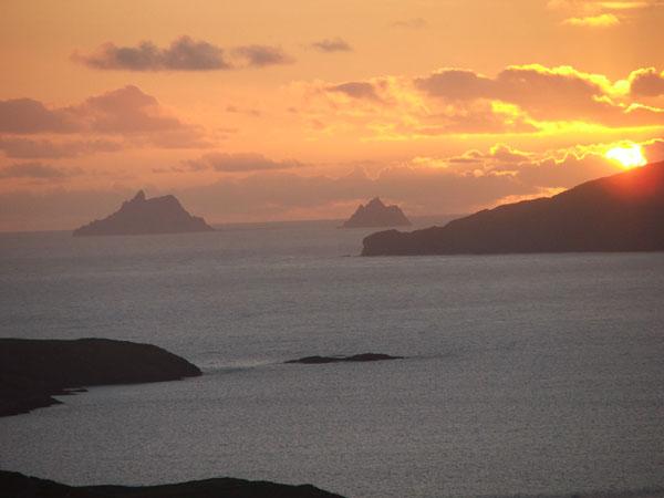 Eng wonnerbar Vue op d'Skelligs bei den Puffin's Island