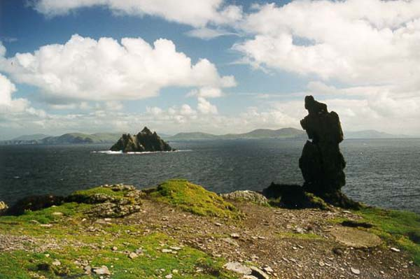 "Hei ass d'Land vun der Skellig Sea mat sengem Unesco Site ""the Skellig Rocks"""