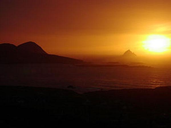 Een wonnerbaren Sonnenennergang bei den Skellig Rocks