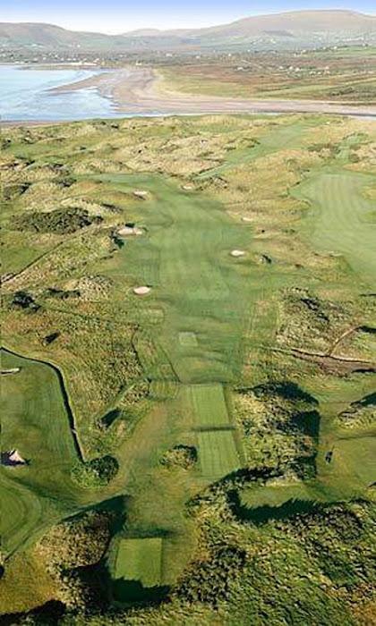 Eng Vue aus der Vullenperspektiv iwert den weltberuhmten Golflinks vun Waterville