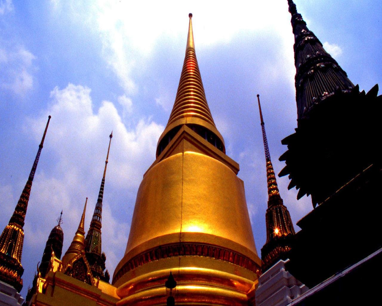 http://1.bp.blogspot.com/_2U3U6AwE-ZQ/S-xCE2CfTcI/AAAAAAAAANs/DkZ5JFenBjc/s1600/bangkok6%28www.TheWallpapers.org%29.jpg