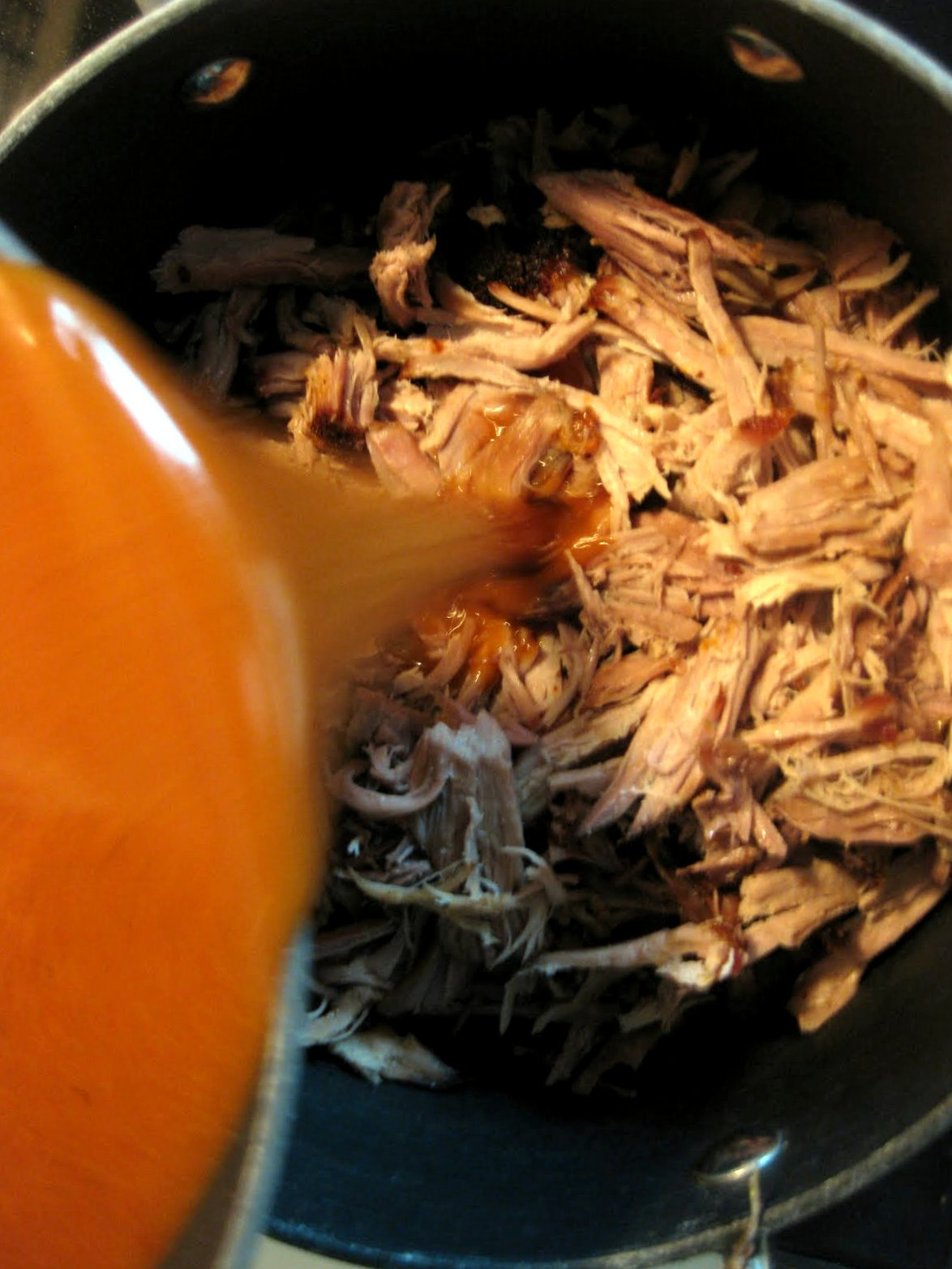 how to make barbecue pulled pork sandwiches