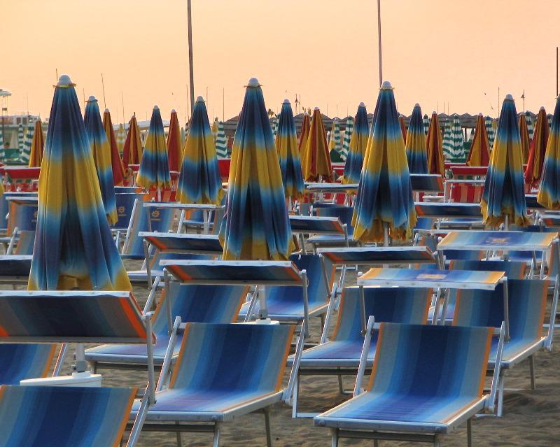 [Rimini_beach.jpg]