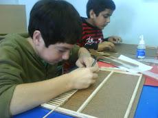 Alumnos trabajan en Artes...