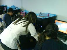 Daniella en clases con alumnos de NB3...