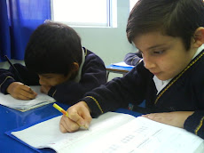 Los alumnos siguen atentos el desarrollo de los ejercicios...