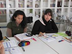 Tía Paulina y Cristina, estudiando...
