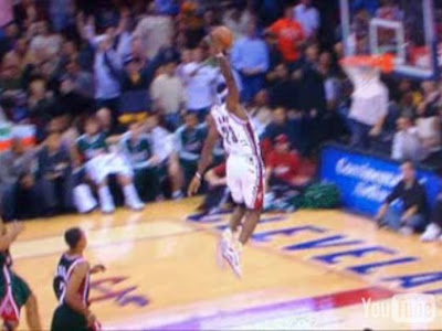 lebron james free throw dunk