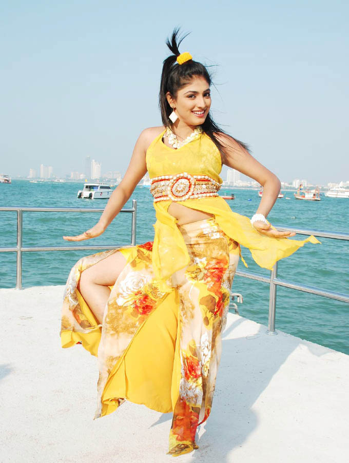 [Haripriya+in+yellow+dress.jpg]