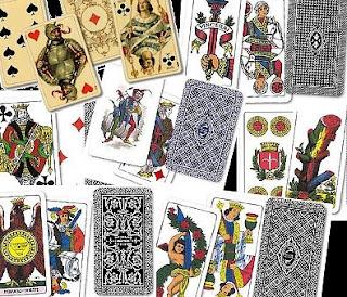 Alcune carte da gioco uscite dagli stabilimenti Modiano